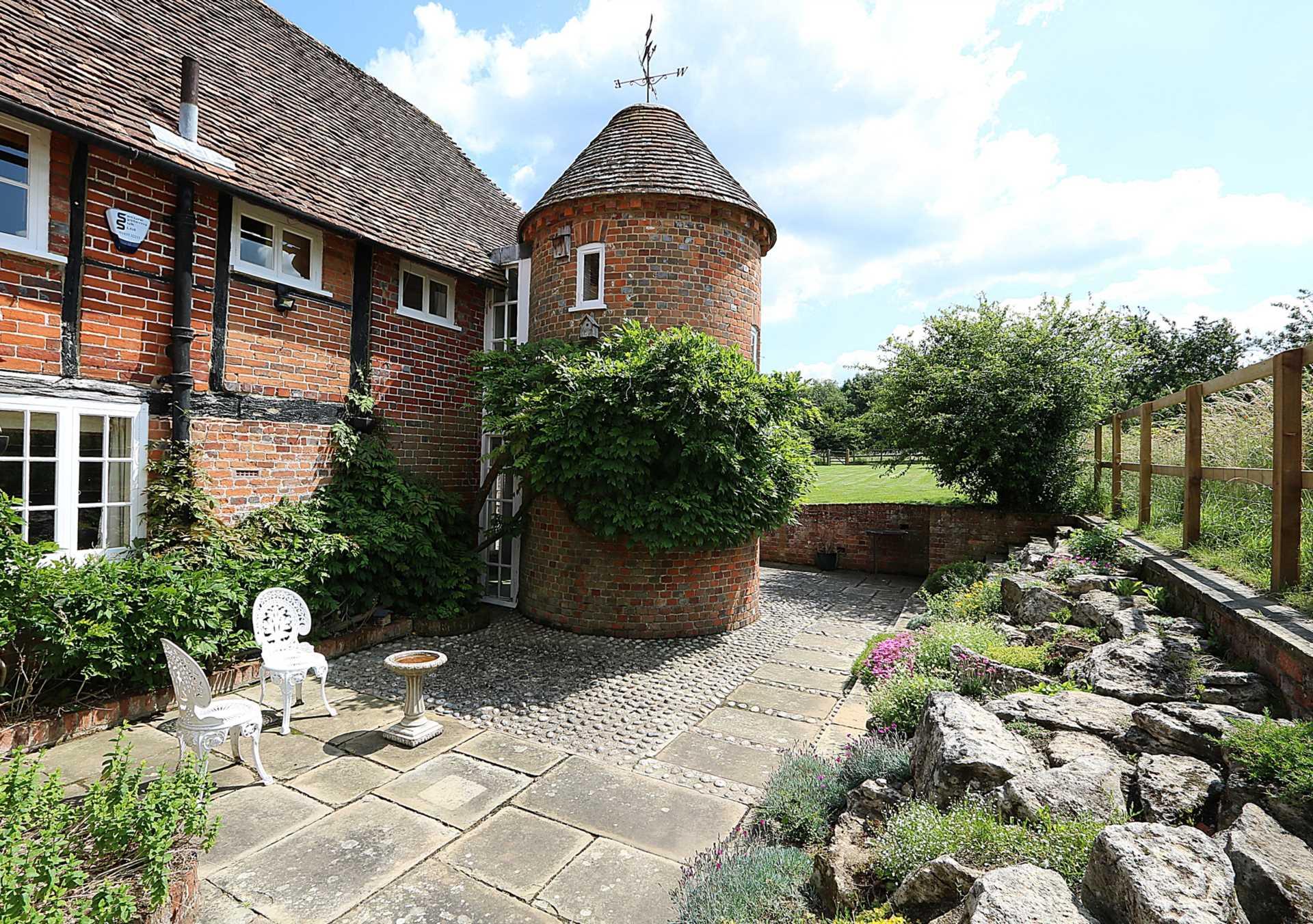 Bucklebury, Berkshire - Yattendon 1½ miles, Image 26