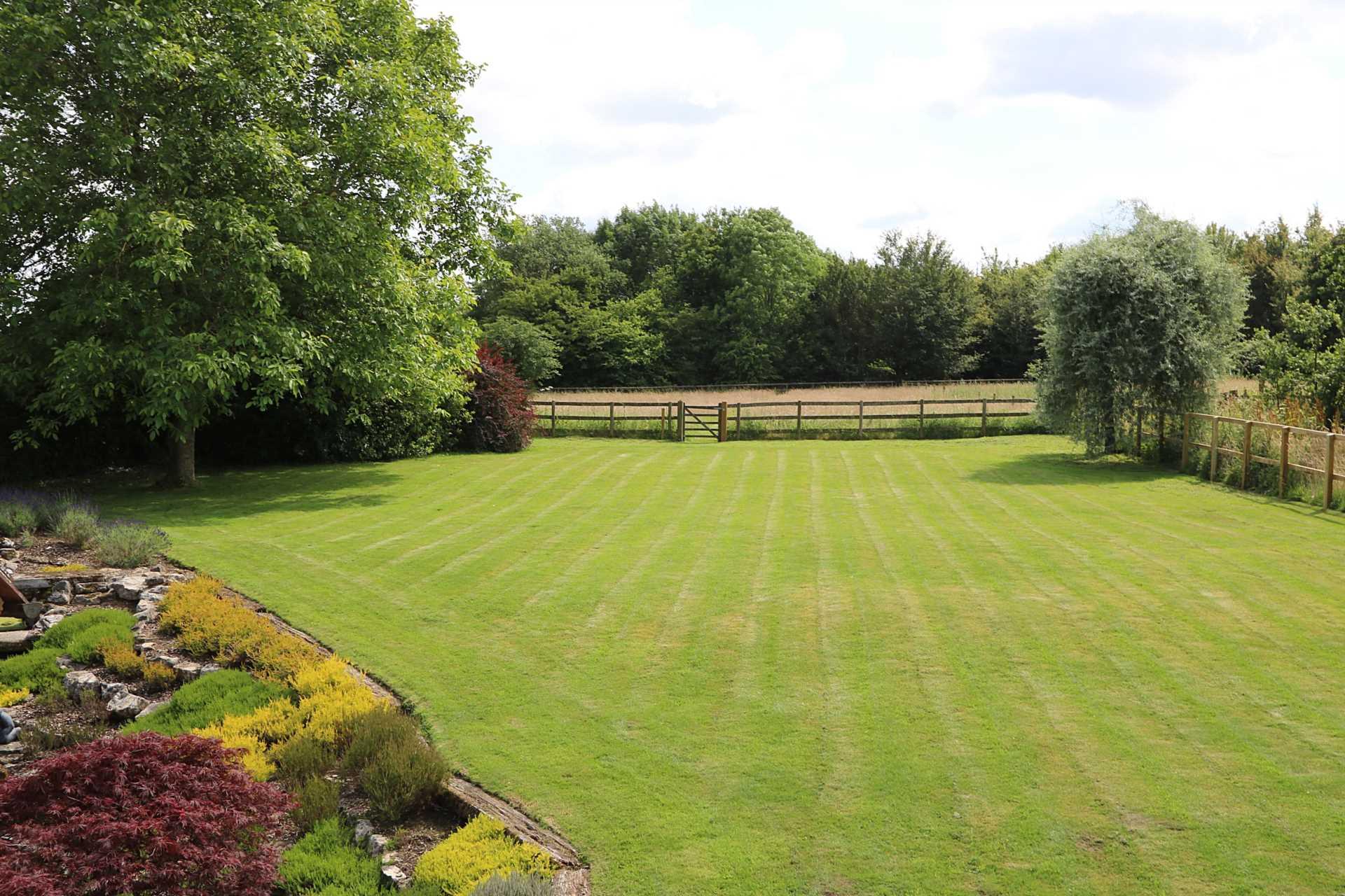 Bucklebury, Berkshire - Yattendon 1½ miles, Image 30