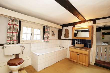 Bucklebury, Berkshire - Yattendon 1½ miles, Image 21