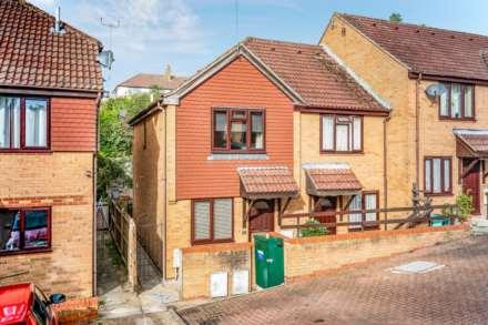 2 Bedroom End Terrace, Cunningham Close, Southborough