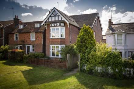 5 Bedroom Detached, Holden Road, Southborough