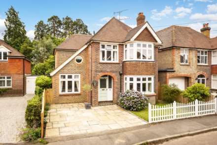 4 Bedroom Detached, Pinewood Gardens, Southborough