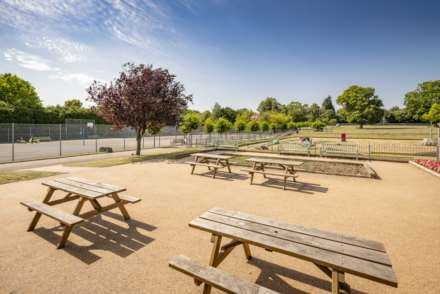 Pinewood Gardens, Southborough, Image 16