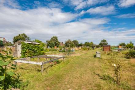 Pinewood Gardens, Southborough, Image 19