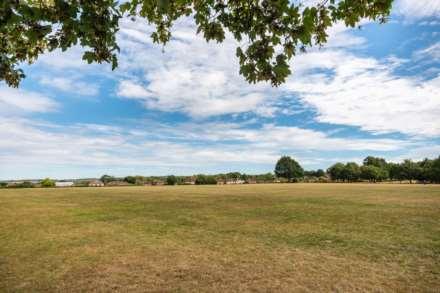 Pinewood Gardens, Southborough, Image 20