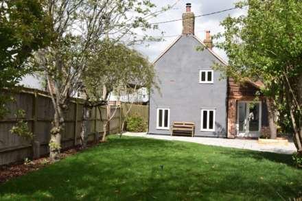 2 Bedroom Cottage, Davenport Place, Watlington