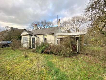 2 Bedroom Bungalow, Wash Road, Noak Bridge, Laindon