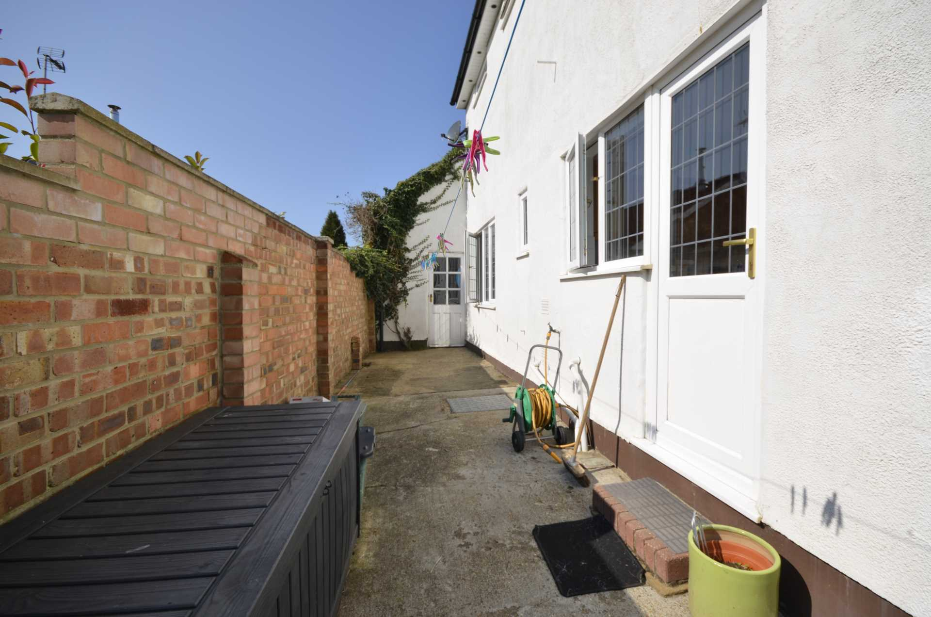 Dovedale Close, Ramsden Heath, Image 17