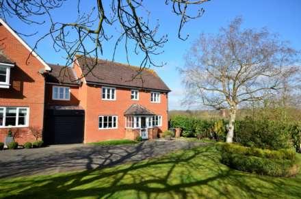 4 Bedroom Semi-Detached, Norton Place, Ramsden Heath