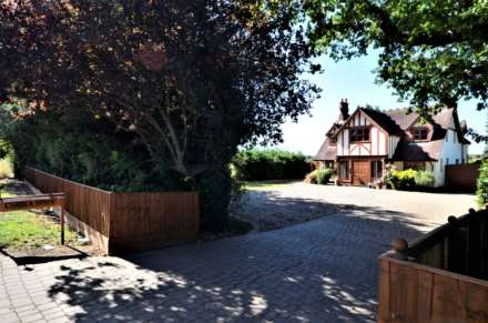 4 Bedroom Detached, Tye Common Road, Billericay