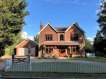 5 Bedroom Detached, Hardings Elm Road, Crays Hill, Billericay
