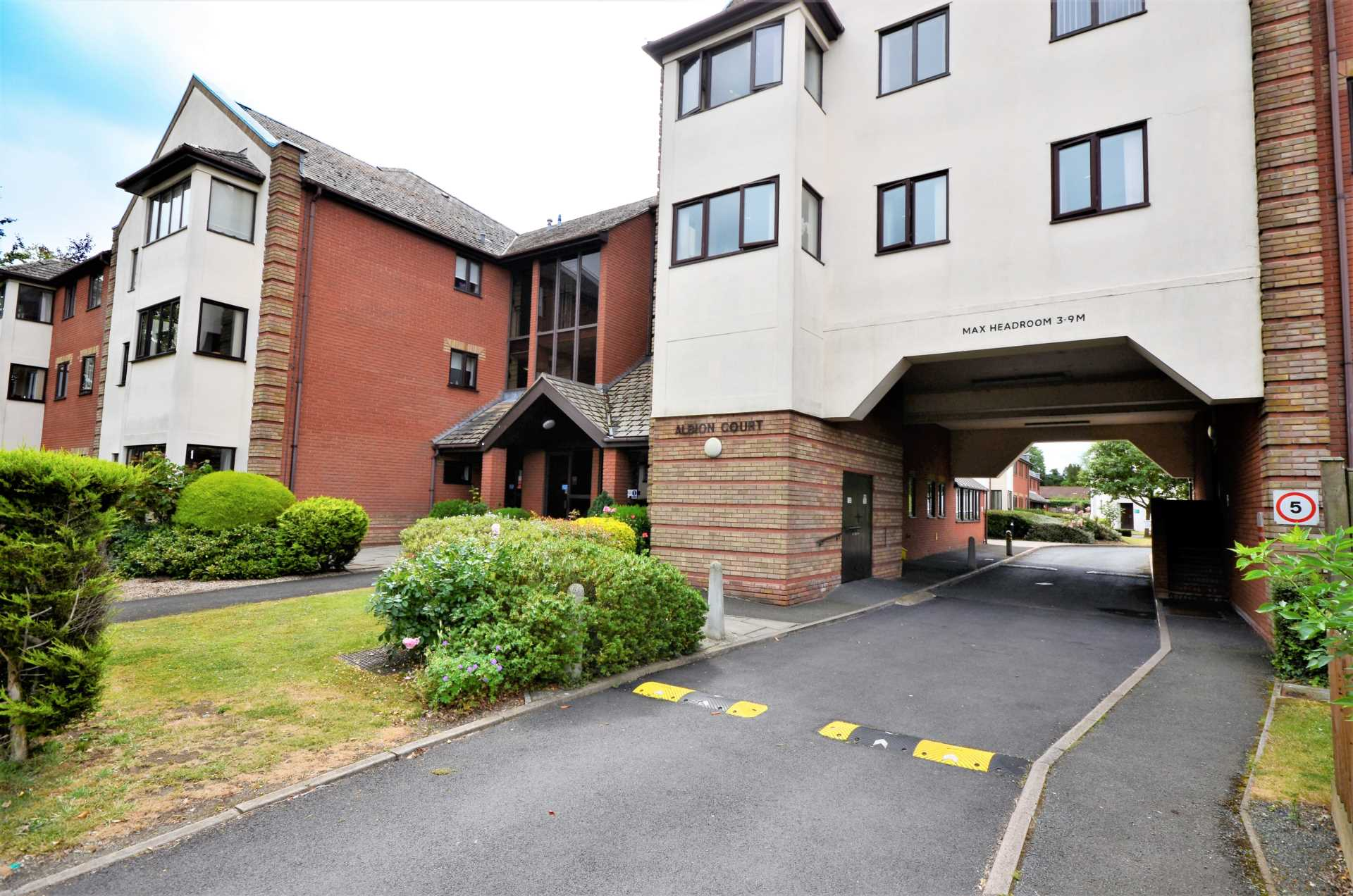 Albion Court, Billericay, Image 2
