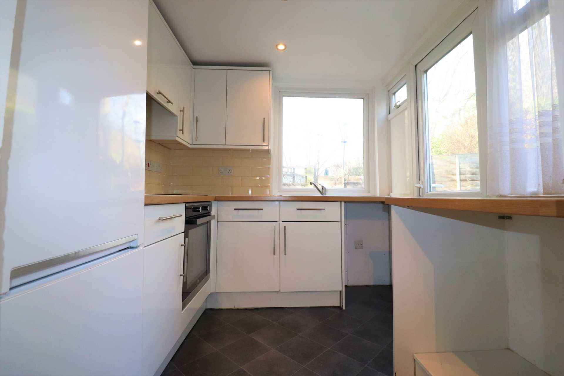 Property King Estate Agents - 2 Bedroom Flat, Bean Road, Greenhithe