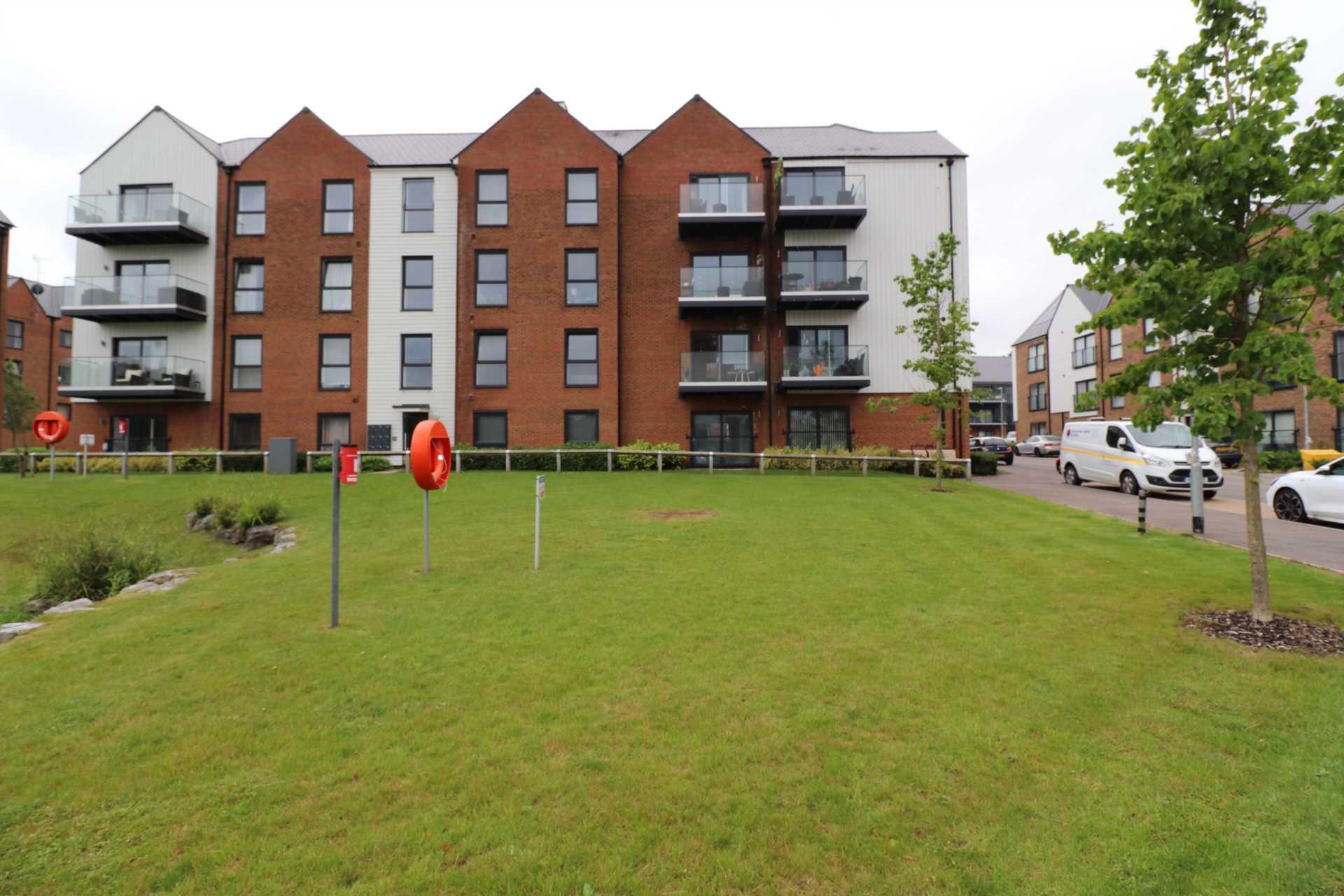 Property King Estate Agents - 2 Bedroom Flat, Engelsine Court, Greenhithe