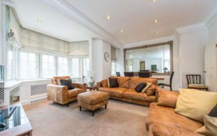 2 Bedroom Flat, Knightsbridge, Knightsbridge