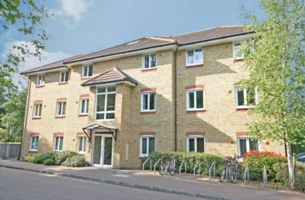 2 Bedroom Apartment, Boxmoor
