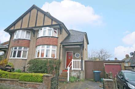 3 Bedroom Semi-Detached, Cedar Walk, Hemel Hempstead, HP3