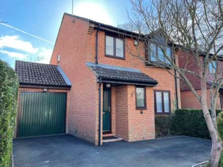 3 Bedroom Detached, Shetland Way, Fleet