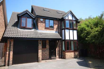 4 Bedroom Detached, Tamworth Drive, Fleet