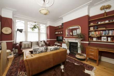 1 Bedroom Flat, Elfindale Road Herne Hill SE24 9NW