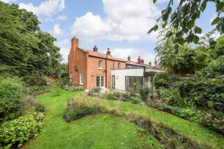 3 Bedroom Semi-Detached, Pond Cottages Dulwich Village SE21 7LE