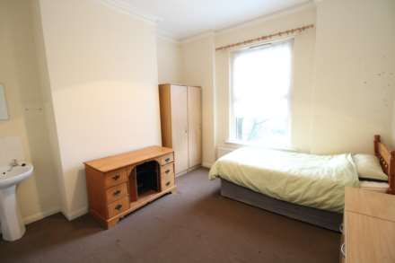 1 Bedroom Room, Glebelands Road, Manchester