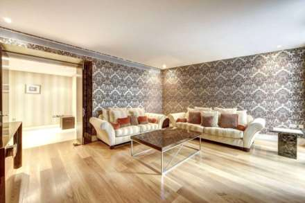 1 Bedroom Apartment, Garden Flat, The Knightsbridge