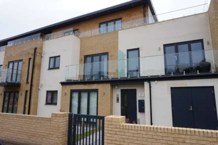 2 Bedroom Apartment, Leinster Court, Beechfield Road