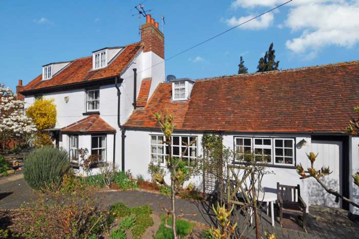 Lesters Offer `Anchor House` For Sale
