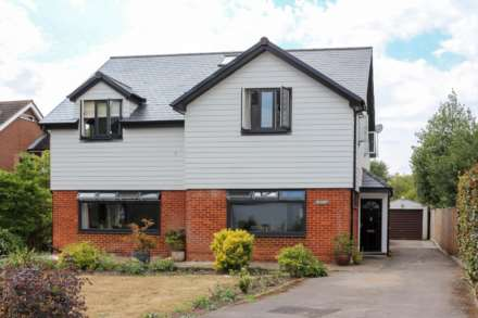 4 Bedroom Detached, Chalmore Gardens, Wallingford
