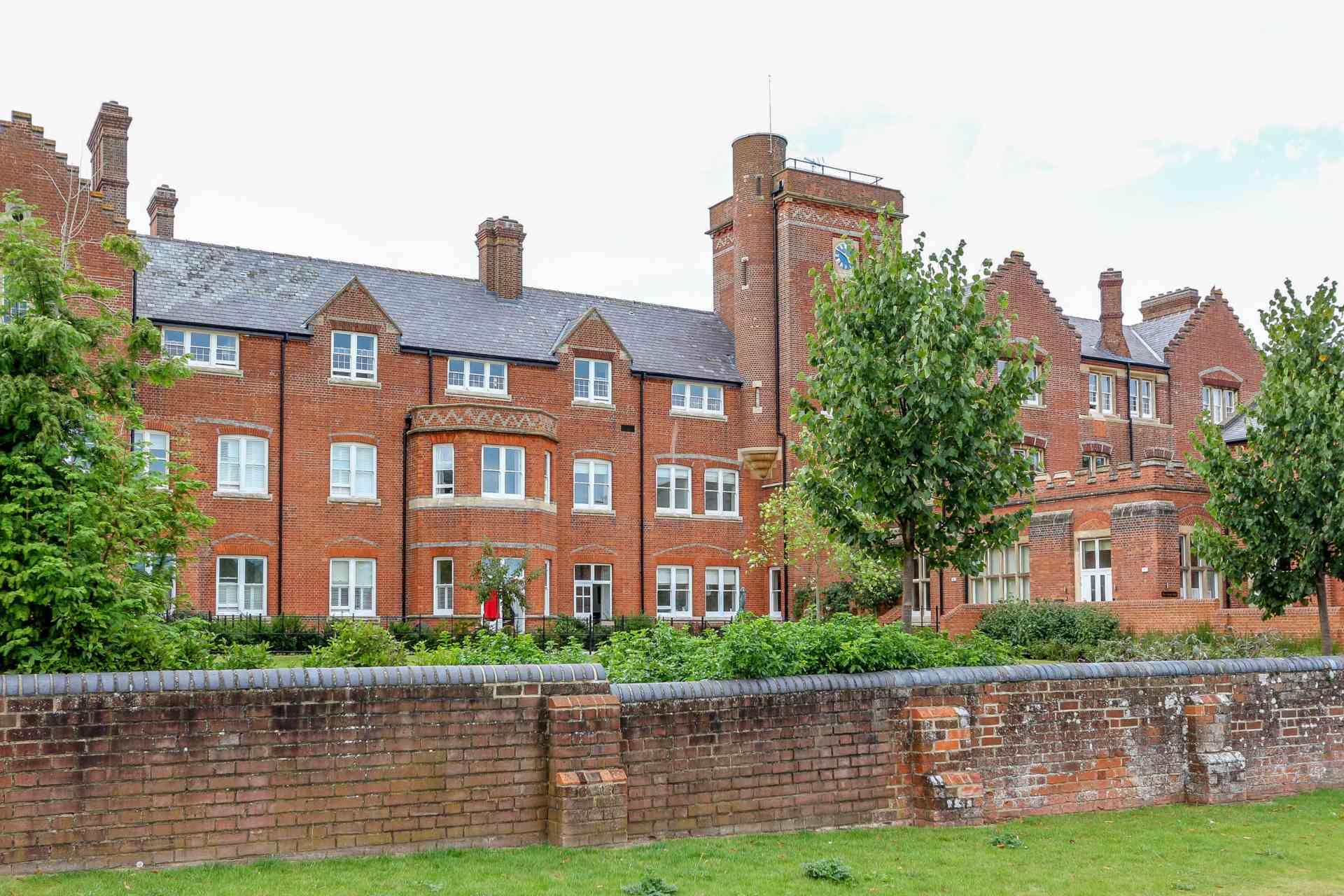 Basildon Court, Cholsey, Image 1