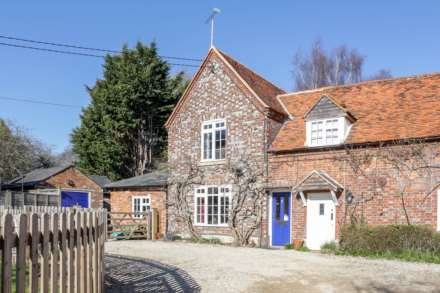 4 Bedroom Cottage, Thame Road, Warborough