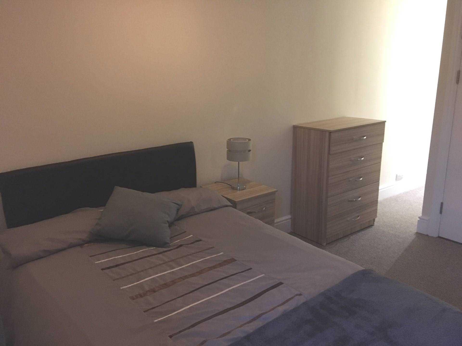 Room      Page Street, Swansea, Image 2