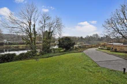 Yew Tree Court, Boxmoor, Image 13