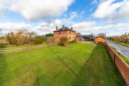 4 Bedroom Farm House, Puttenham, Near Tring