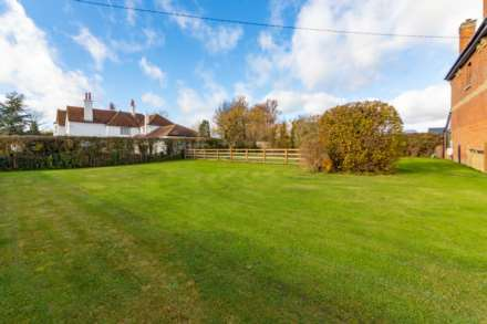 Puttenham, Near Tring, Image 24