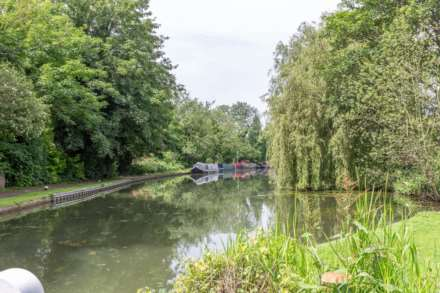 Broadwater, Berkhamsted, Image 2