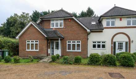 3 Bedroom House, Meadow Way, Boxmoor