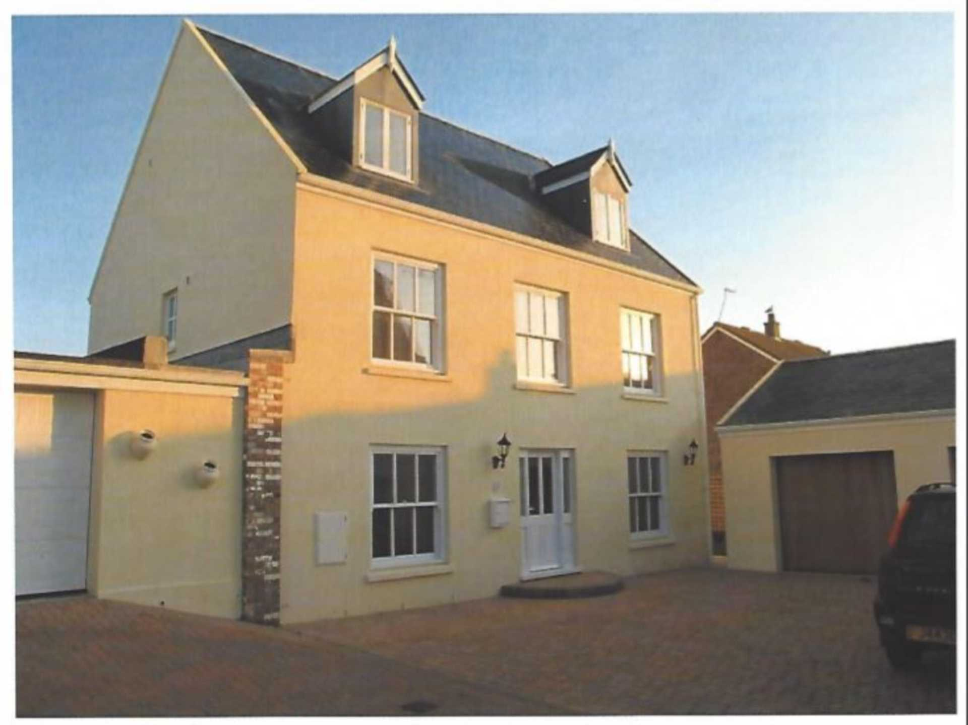 ST CLEMENT SOLE AGENT A FANTASTIC 5 BEDROOM 4 BATHROOM, ST