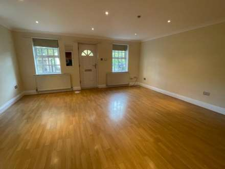 Carnatic Court, Mossley Hill, Image 2