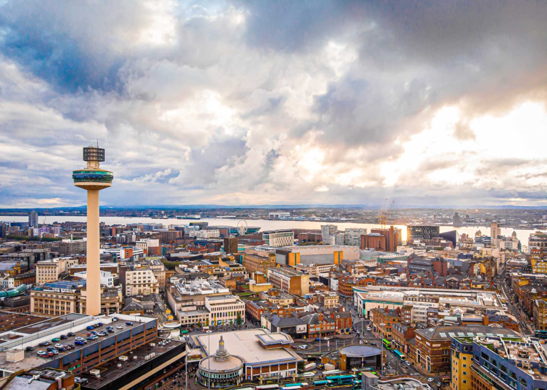 5 Reasons why you should move to Liverpool!