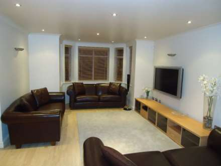 2 Bedroom Apartment, Maycroft House, Mossley Hill