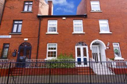 3 Bedroom Terrace, 2 New Street South, Christ Church, Dublin  8