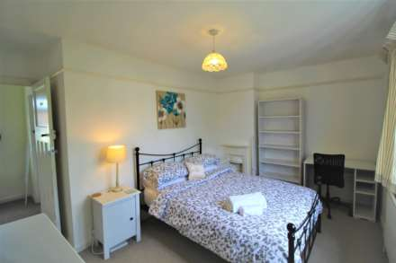 Room 4, 9 Durham Close, Guildford,  GU2 9TH- NO ADMIN FEES!