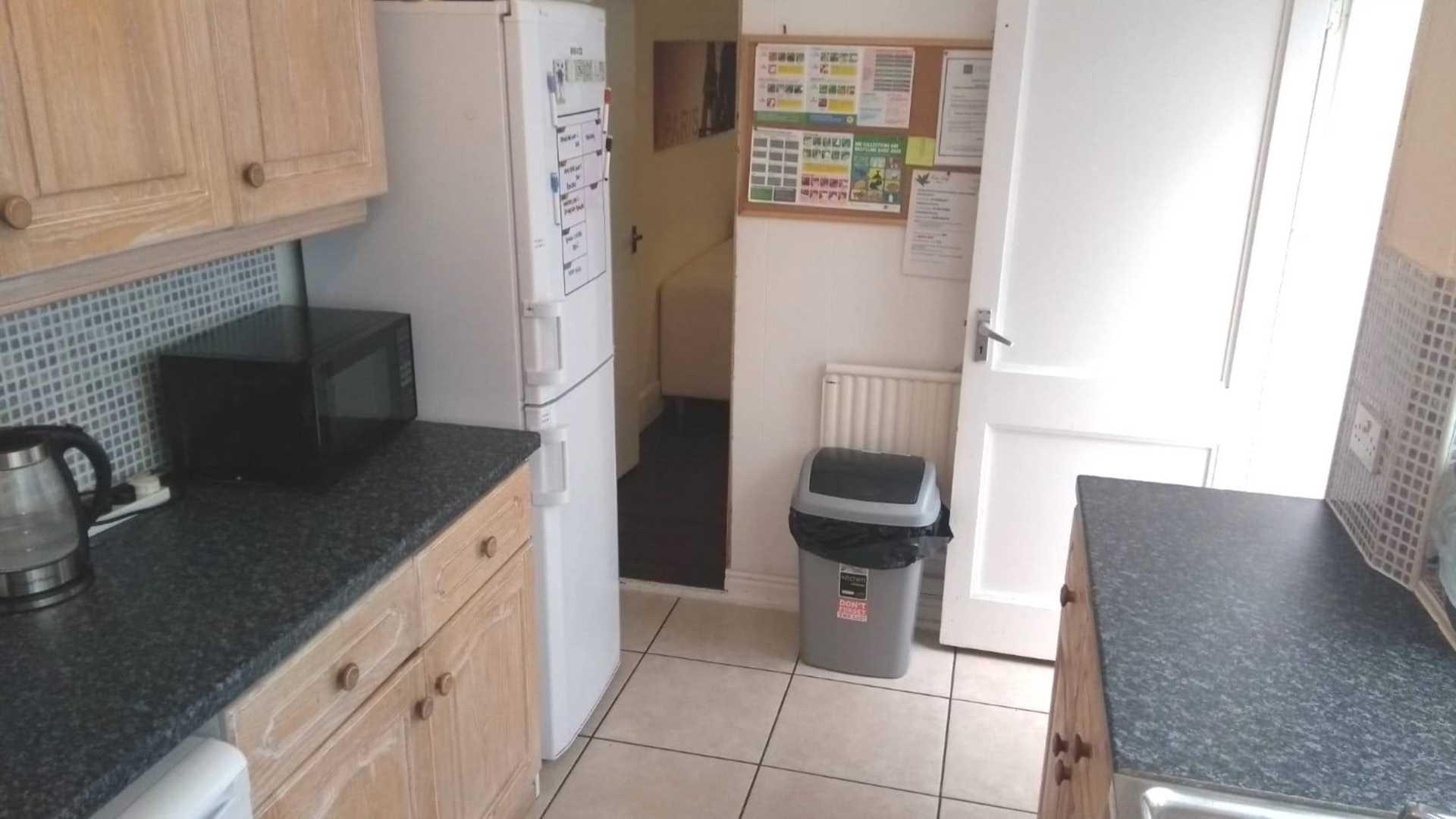Room 3, 18 RUPERT ROAD, Guildford, GU2 7NE- NO ADMIN FEES!, Image 14