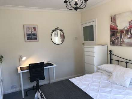 Room (Double), Room 2, 44 Beech Grove, Guildford, GU2 7UX