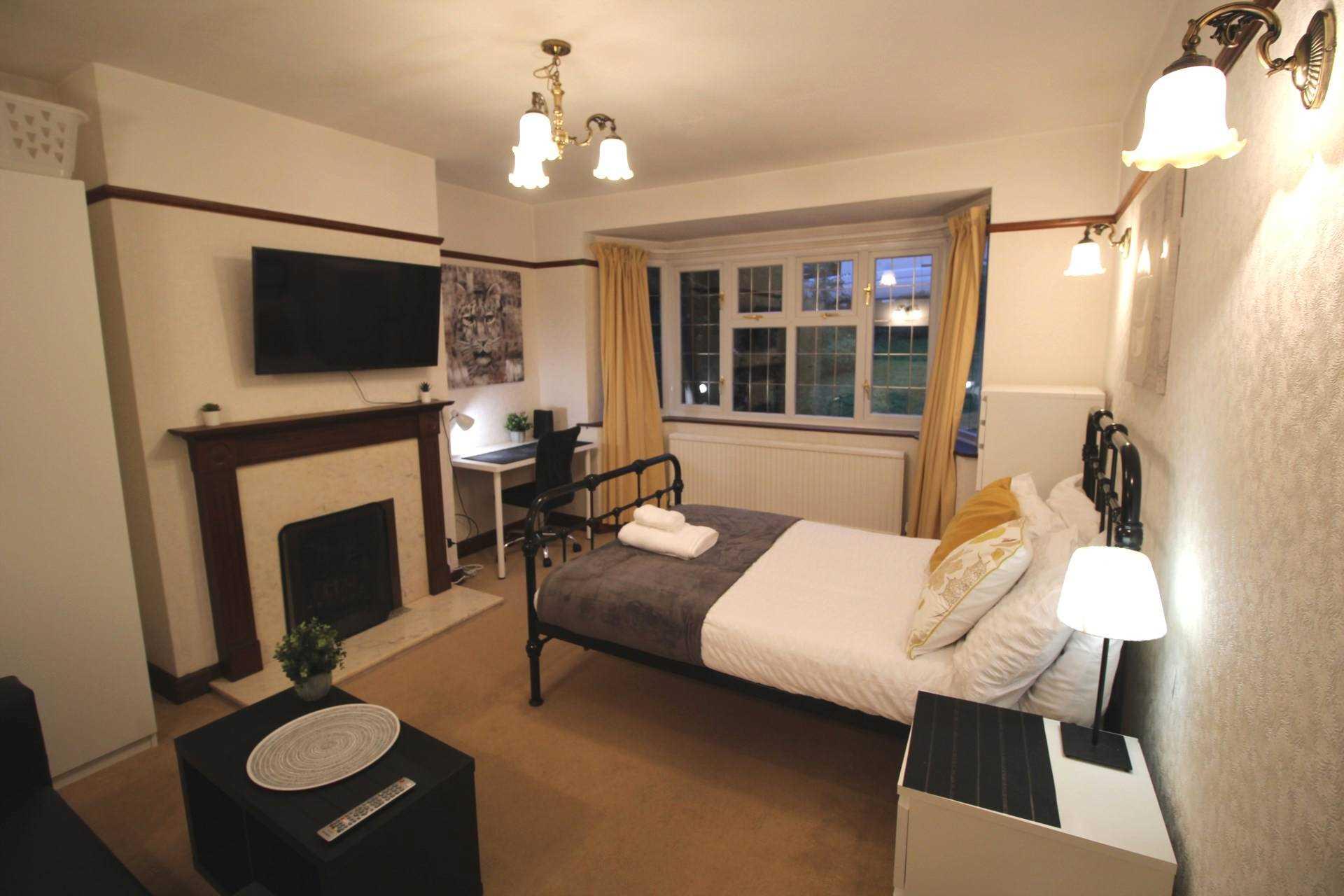 Room 1, Pewley Way, Guildford, GU1 3PX, Image 3