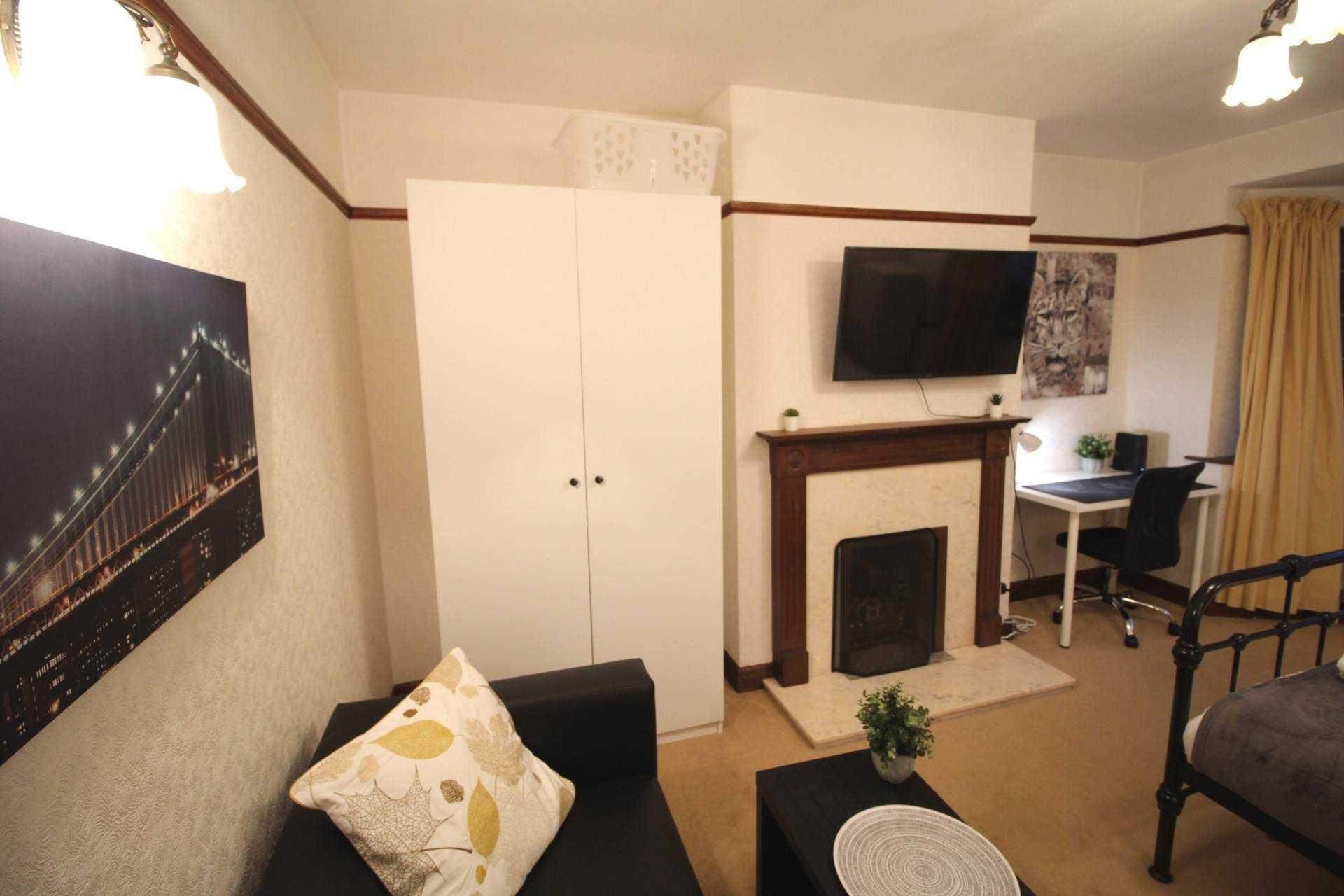 Room 1, Pewley Way, Guildford, GU1 3PX, Image 4
