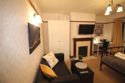Room 1, Pewley Way, Guildford, GU1 3PX, Image 2