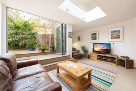 5 Bedroom Town House, Clapham Road, London